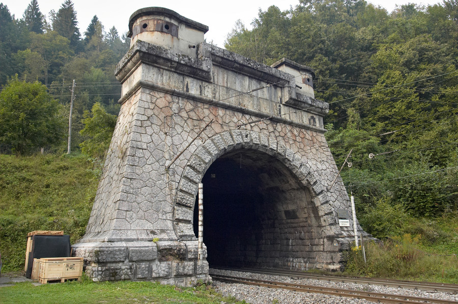 portál železničního tunelu Karavanke