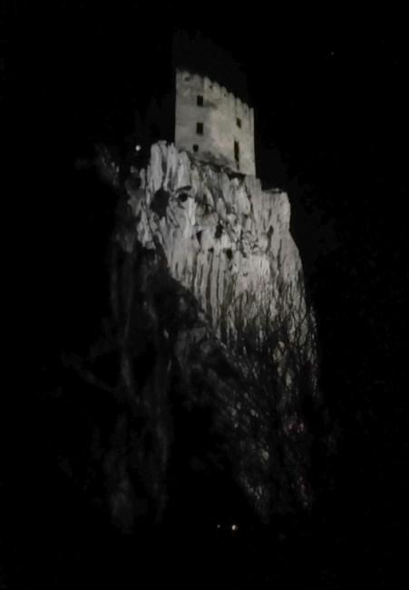 Nedalo mi to. Tento hrad jsem párkrát viděl v noci z dálnice a teď kolem běžím, wow!