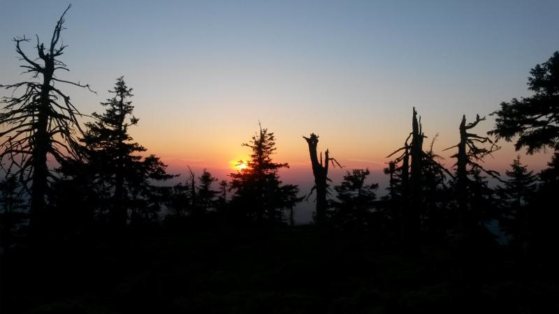 Západ slunce na hřebeni
