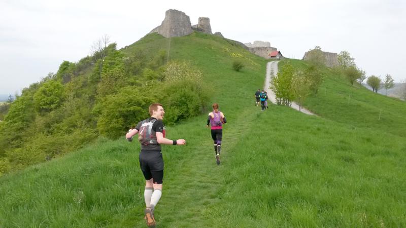 """Tak už mě zase předbíhají Petra s Honzou. Tak aspoň fotku hradu Branč a """"sýýýýr""""."""