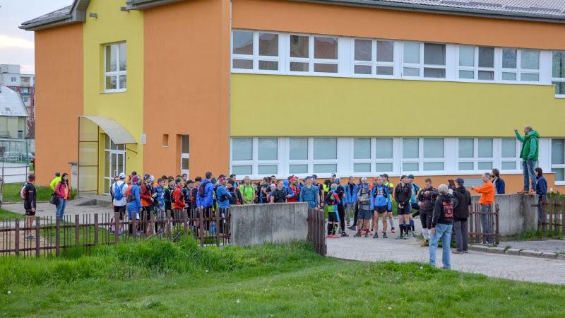 Ultra jádro před startem v šest hodin. Fotil Lukáš Fapšo.