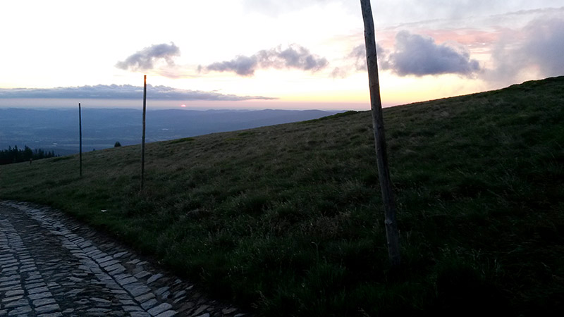 Východ slunce od hotelu Strzecha Akademicka