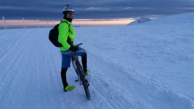 Cestou na Sněžku (vpravo na obzoru) s Honzou Klvačem. Mínus deset a zimní Krkonoše, maximální zážitky.