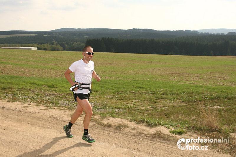 Někde za Svratkou, v nohách už přes padesát kilometrů. Fotil Martin Hrubý.