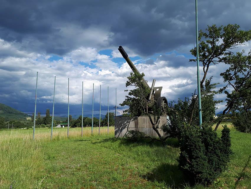 Sovětská 152mm houfnice vzor 1937 ve Vrútkách.