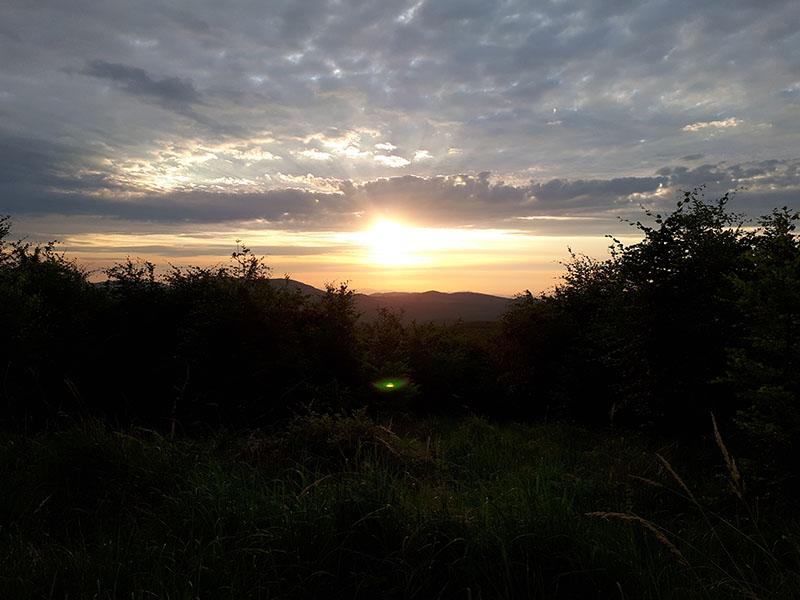 Přímo východ slunce jsem odfotit nezvládl, ale aspoň téhle ranní náladě jsem neodolal. Někde mezi Vysokou a Skalnatou.